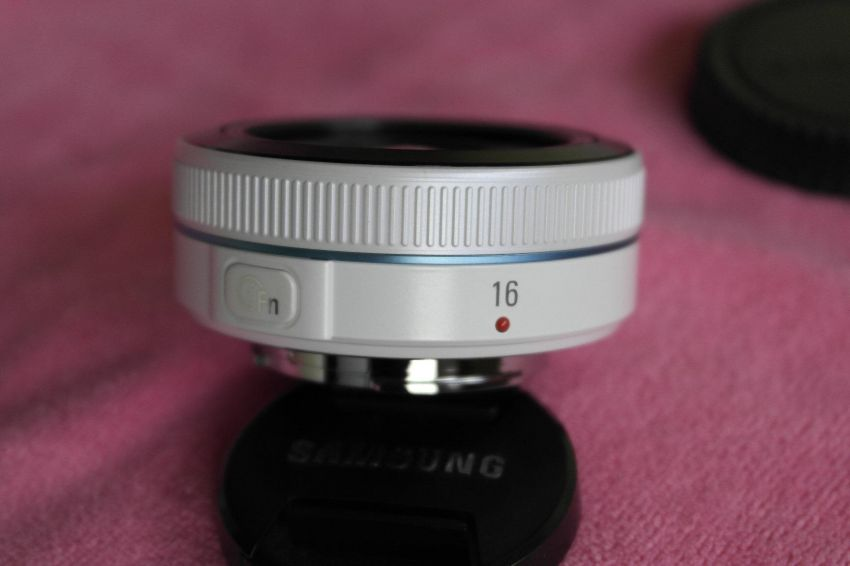 Samsung NX 16mm f2.4 White Wide Angle Lens