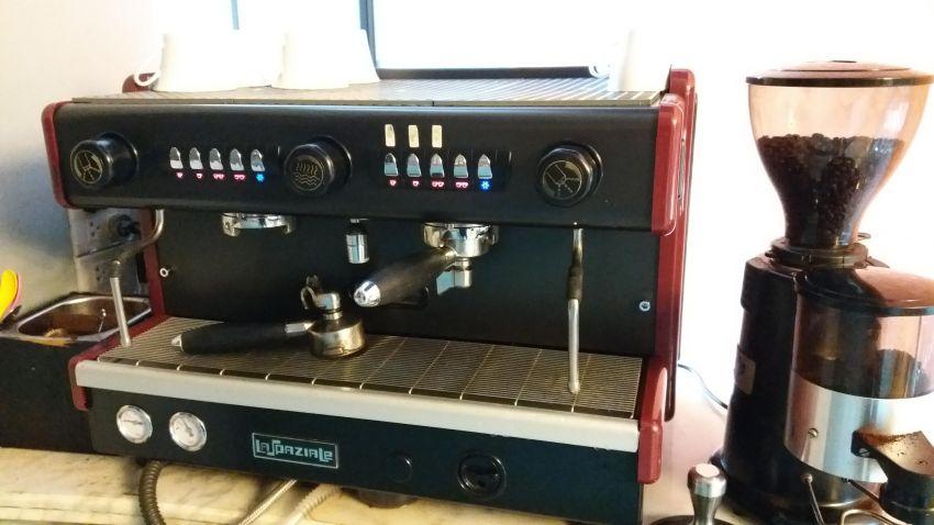 COFFEE MACHINE & GRINDER