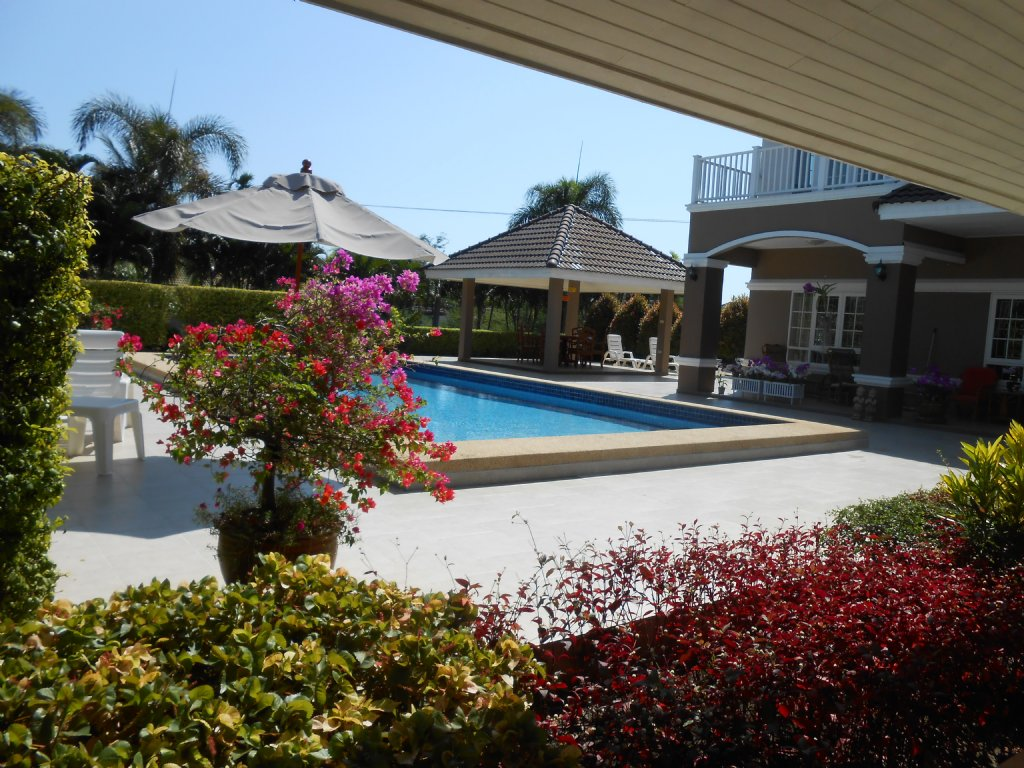 Very large pool villa north Hua Hin