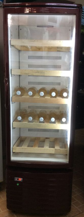 Wine Cooler in new like cond can hold up to 150 wine bottles