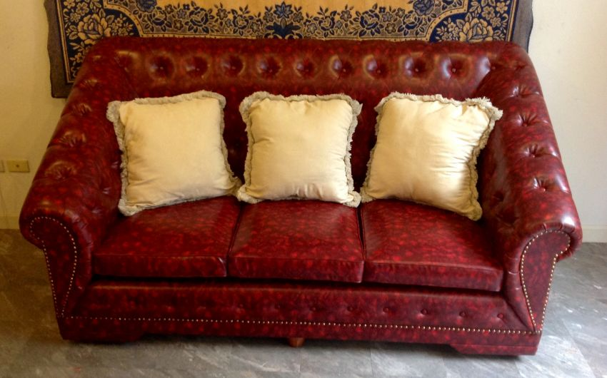 Windsor Chesterfield Sofa New Never Used With Comfy Cushions