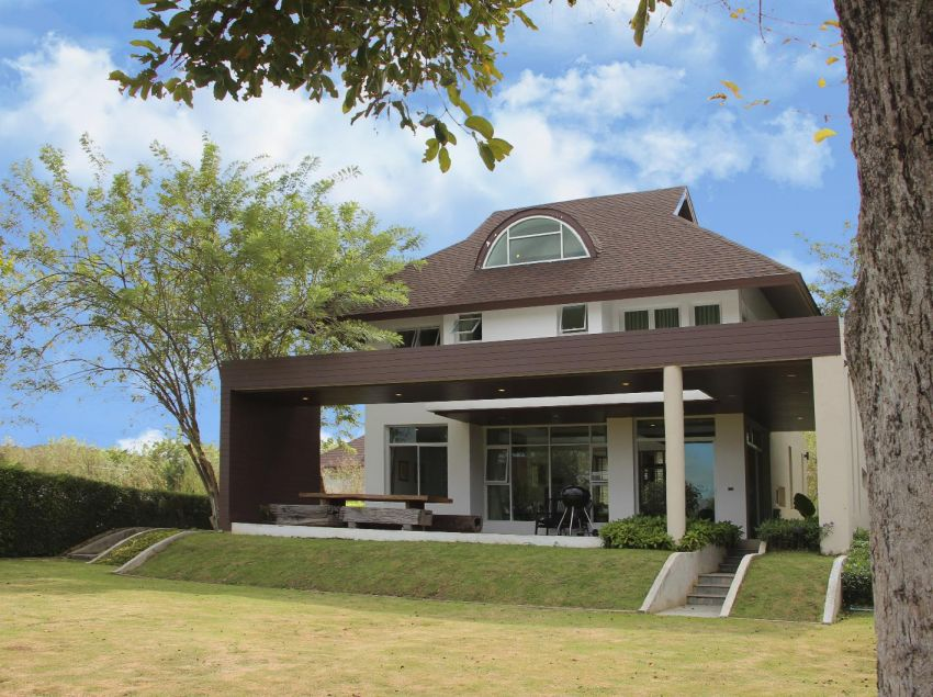 Khao Yai house for living and playing