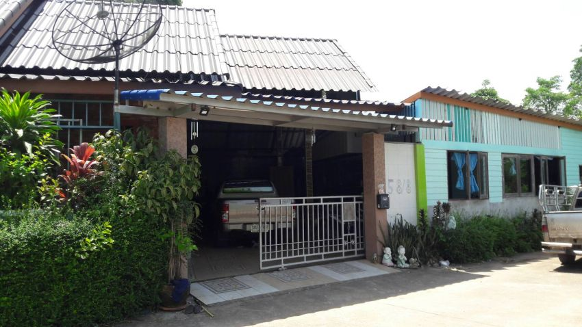House in quiet village near Laem Mae Phim
