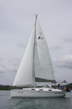 Beautiful 2011 Bavaria Cruiser 32 now available