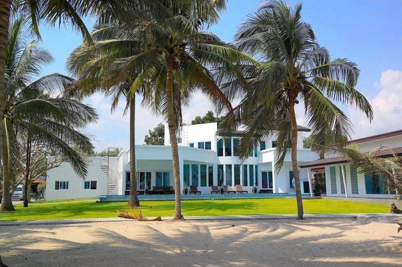 Paradise Awaits You Beachfront Villa 7BR