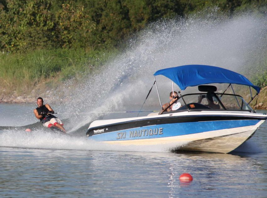 Correct Craft Ski Nautique 1996 - 320hp / 1150Hr + trailler