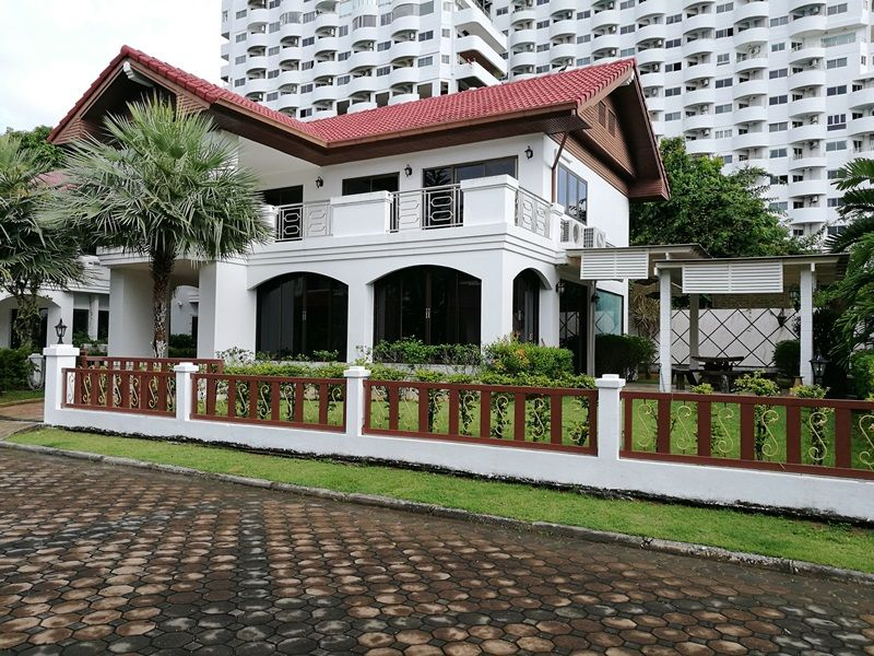 Fantastic location 3 Bedrooms house for rent in Baan Aumpur