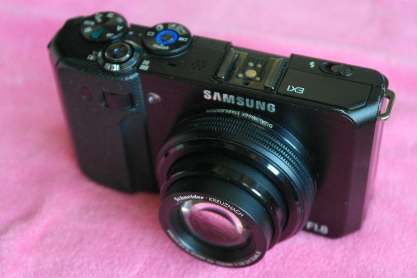 Samsung TL500 EX1 F1.8 lens Digital Camera Black