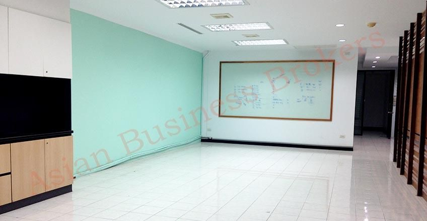 0149015 Multi-Function Room in Large Office Building Ekamai
