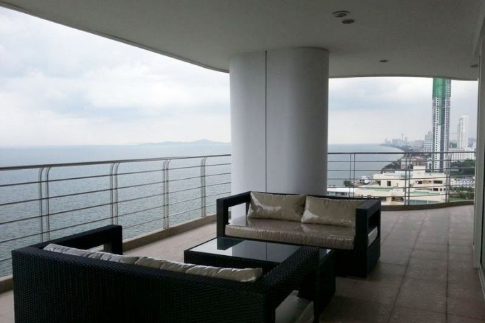 Beachfront Na Jomtien 3 Bedroom For Sale With Tenant