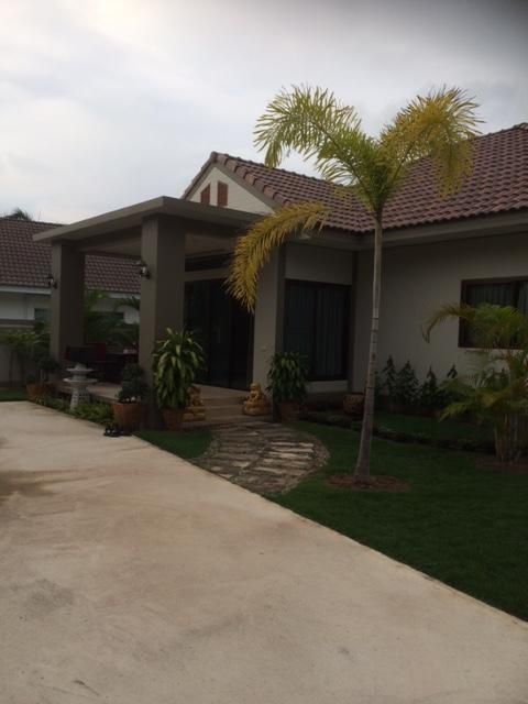 Newly built 2 bed/2bath villa for rent. Available from 1st March 2019