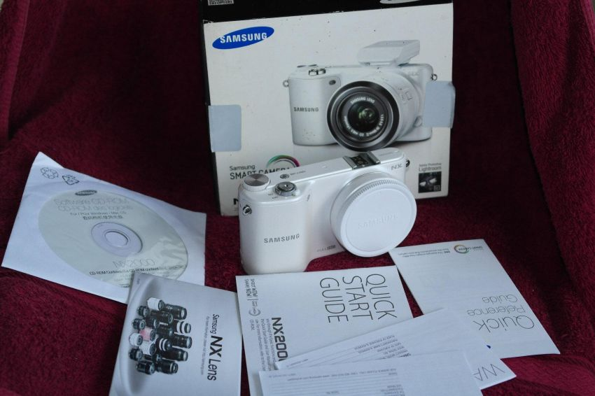 Samsung NX NX2000 White body in box