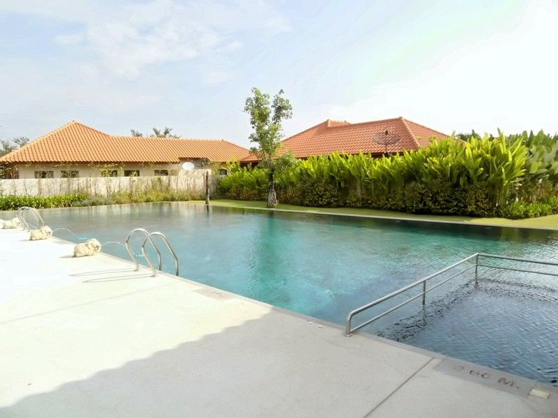 Baan Balina 2: 4 bedroom villa in top estate near Pattaya