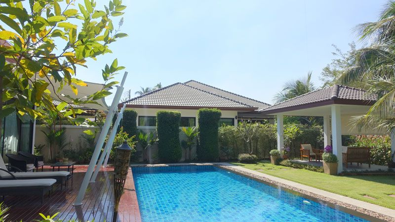 Modern, luxury 3 bedroom pool-villa in Huai Yai estate