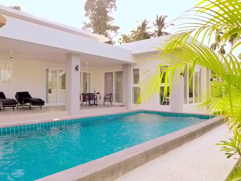 Near Pattaya: New 3 plus bedroom designer pool villas