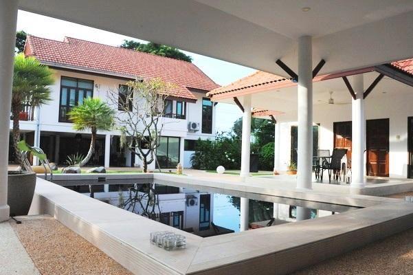 Fantastic 4 Bedroom Pool Villa
