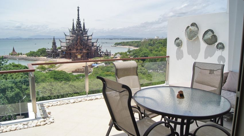 Fabulous 2 BR Beachfront Wongamat. RENT 60,000 Baht