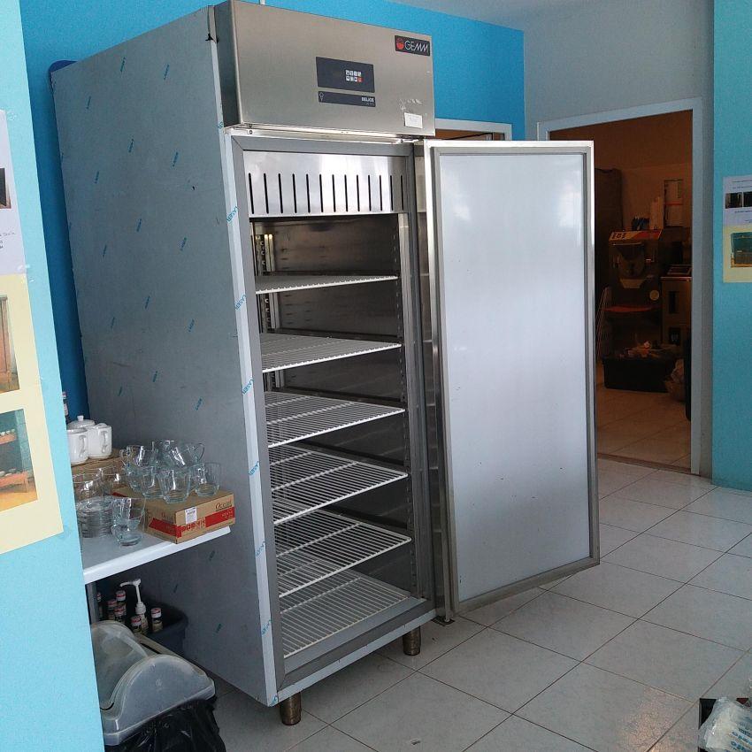 Vertical Freezer Ice Cream Cabinet  (GEMS)