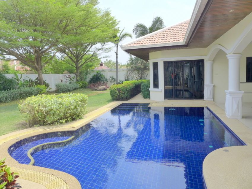 Jomtien-Park-Villas: luxury 3 plus bedroom pool-villa