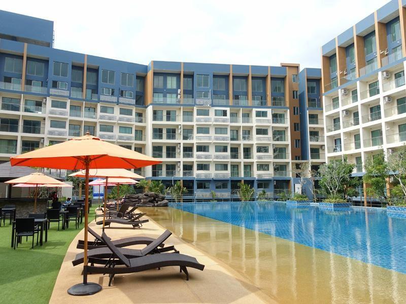 Brand new 1 bedroom Resort Condo with sea views, central