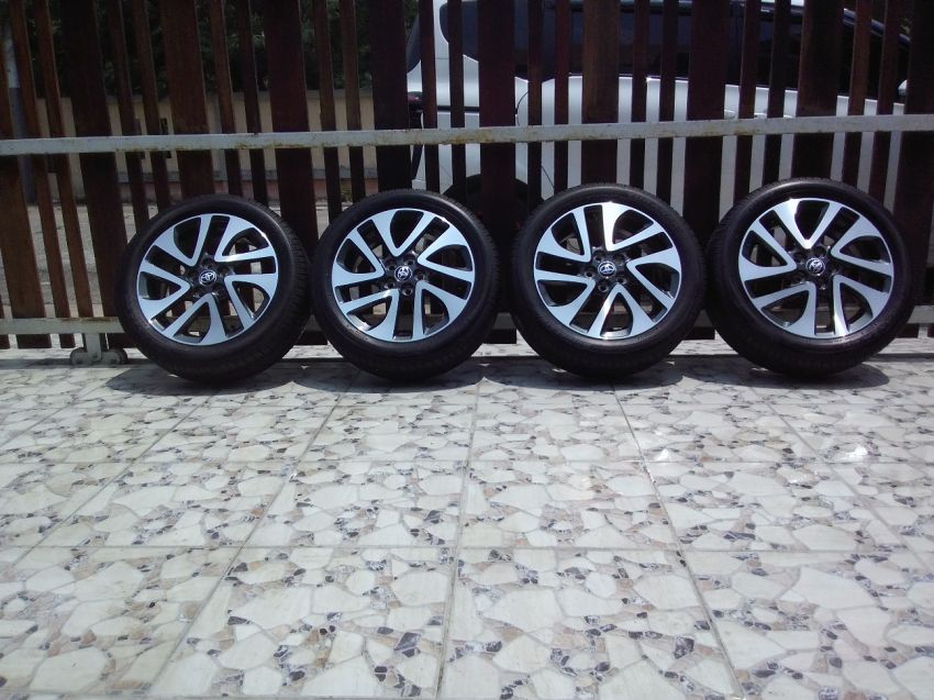 "Toyota Alloy Wheels 16"" + Bridgestone Tires 195/50 R16"