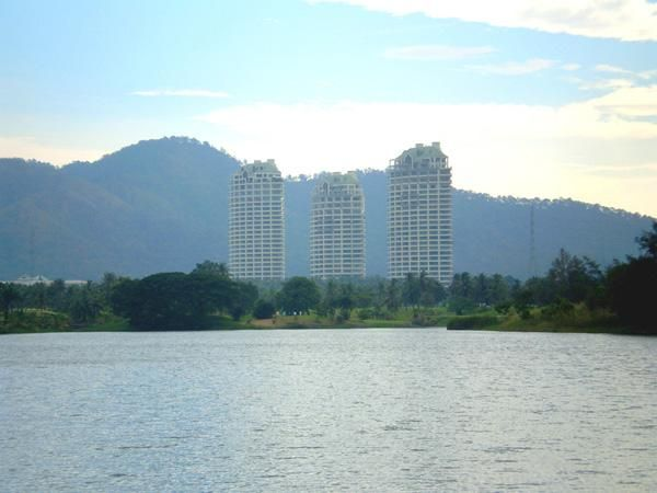 Crystal Bay Golf Course 2-Bedroom with Sea View Condo in Sri
