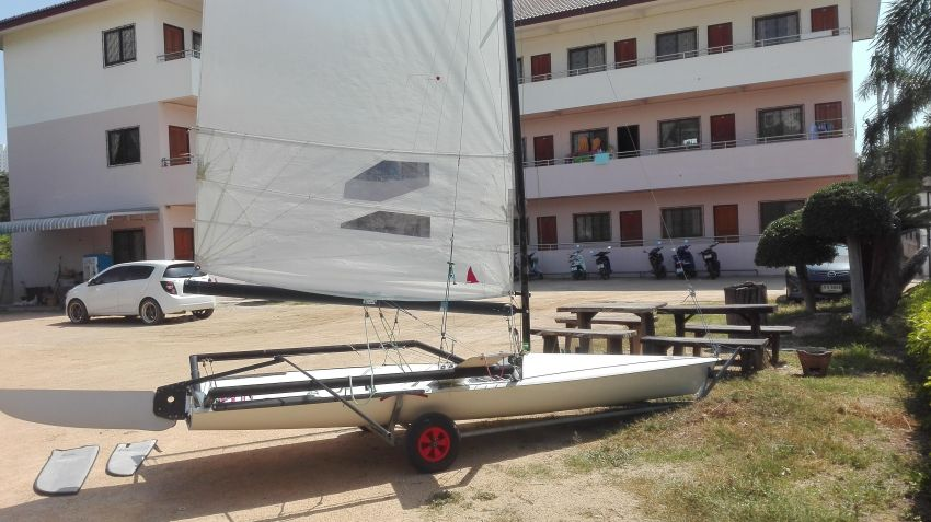 RS 600 sailing dinghy skiff