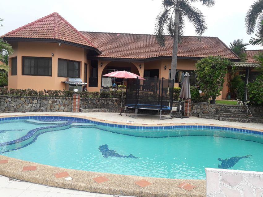 Luxury Pool villa for rent Lake mapprachan pattaya only 49k PM