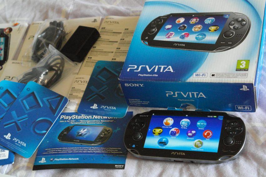 SONY PS Vita Wi-Fi PCH-1008 in Box
