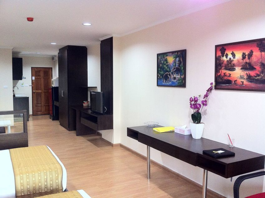 SPATIAL STUDIO IN HUA-HIN CENTER,  NOW REDUCED IN PRICE!