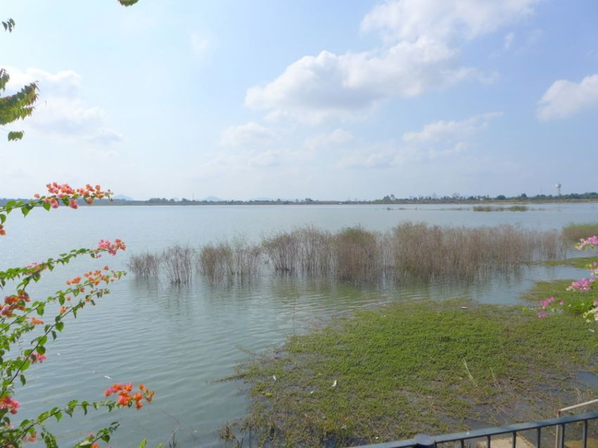 Large double story 6 bedroom house right on a beautiful lake
