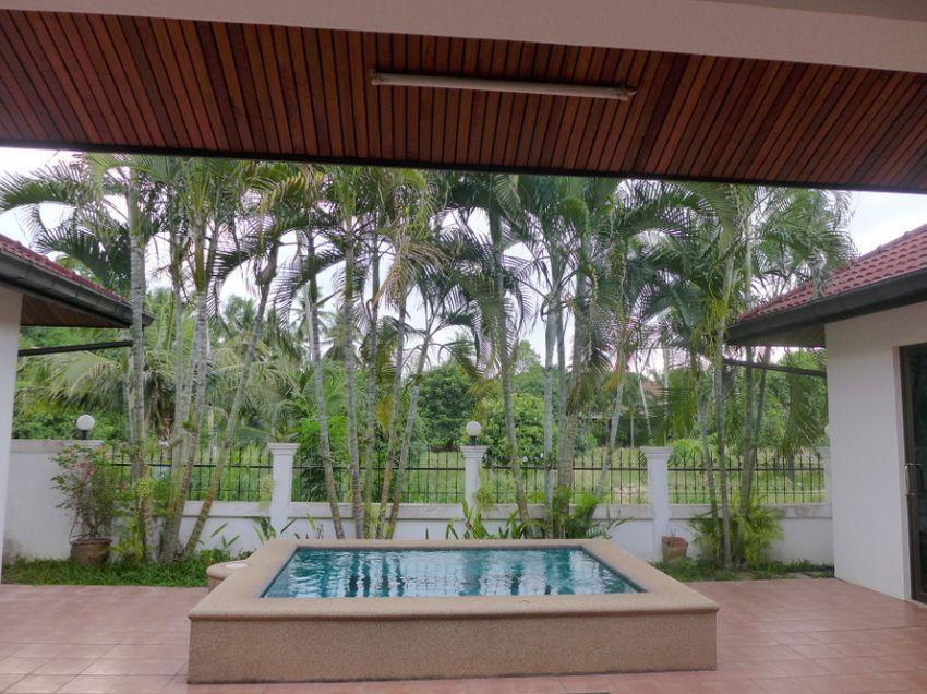 Impressive, modern 4 bedroom pool-villa near highway