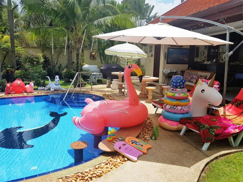 Luxury 4 Bed,Villa + 2Bed. Cottage in same grounds.Large Pool +Garden.