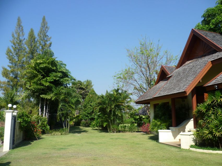 SALE/RENT Thai Villa in Chiang Mai 3200+ sqm 4 Bedrm 2 Kitchen 1 Pool