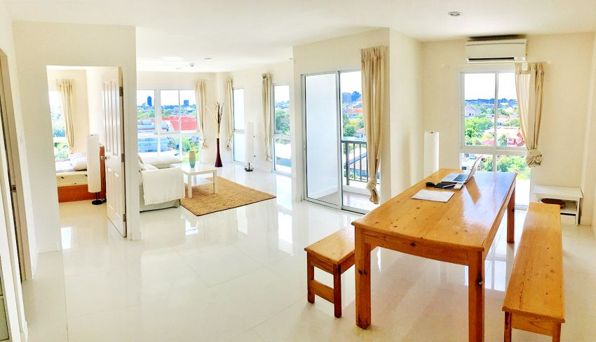 Top floor 2 bedroom apartment with Great View on Bangkok CBD