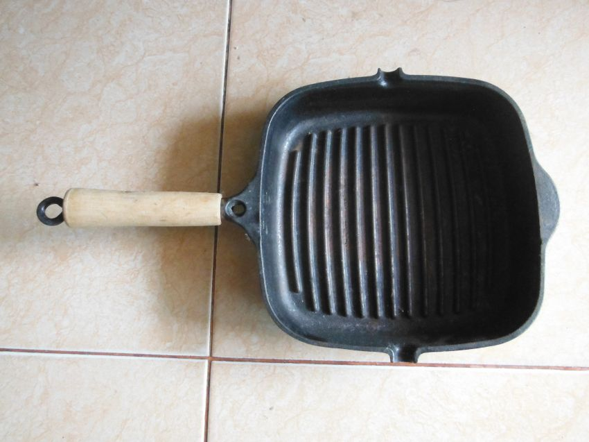 Cast Iron Frying Pan Cook Grill and Double-sided Iron Plate