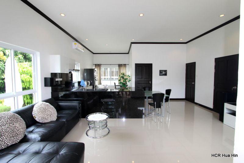 Beautiful 2 Bedroom 3 Bathroom villa with Modify Big Living Room