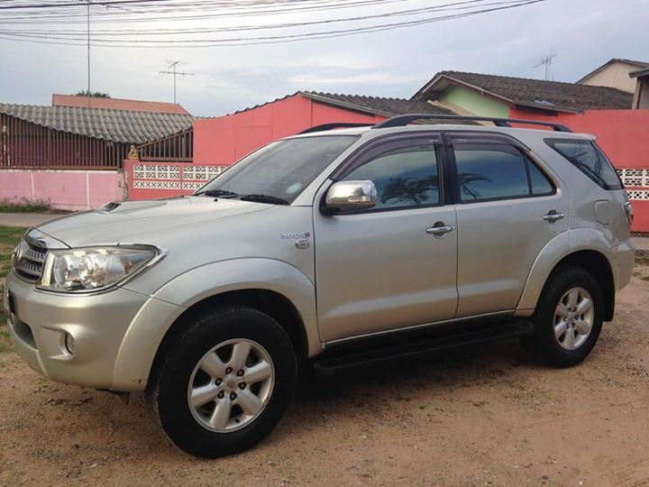 **TOYOTA FORTUNER 2009 - 3.0 DIESEL - ONLY 42,000 KMS - 590,000 BAHT**