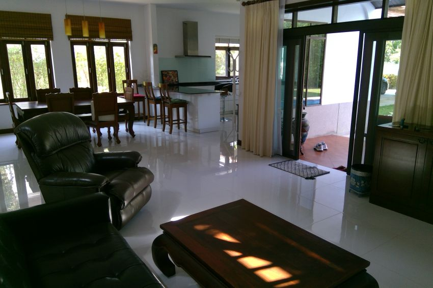 Hua Hin 4 bed family house in up and coming Khao Tao area for sale.