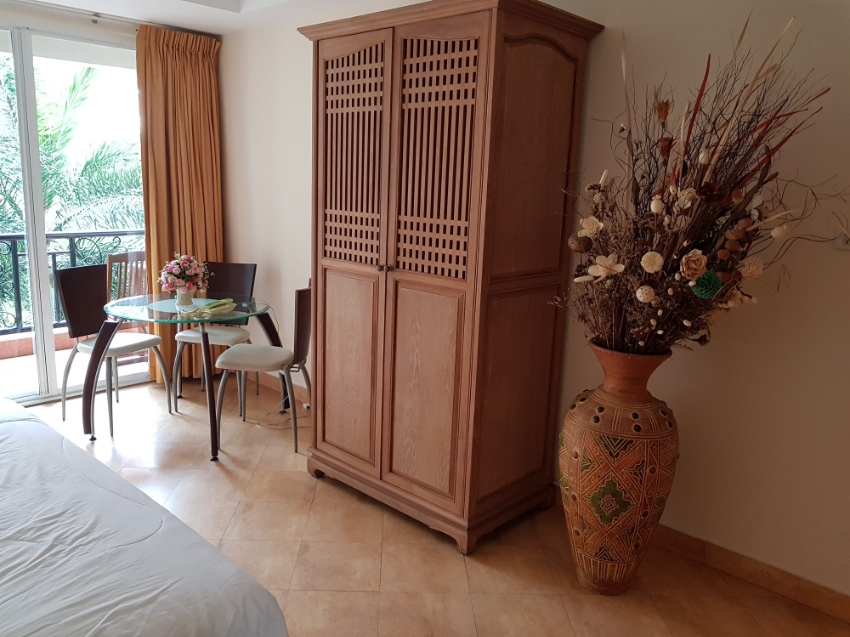 Spacious 76 sqm One bedroom in Central Pattaya. Foreign Name.
