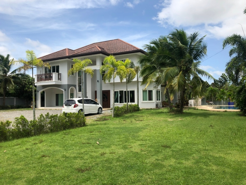 Nice two storey house 425 square meter to sale