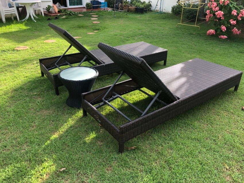 To sale a set of Pool sun loungers