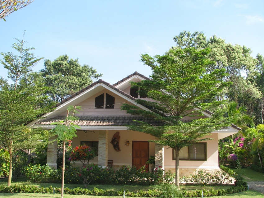 Nice Villa in very quiet location adjacent to River