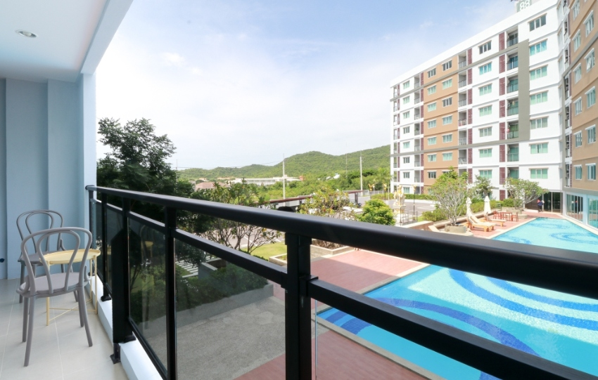 HOT DEAL : Beautiful Pool View Condo for Sale in Hua Hin