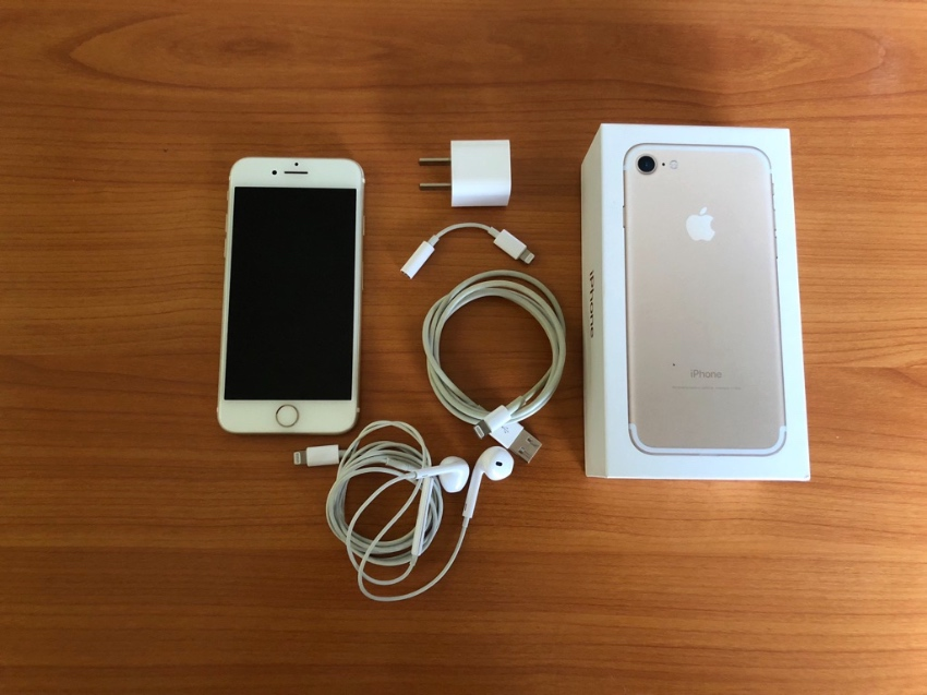 iPhone 7, Gold, 32GB, Great Conditions No Scratches Everything Works