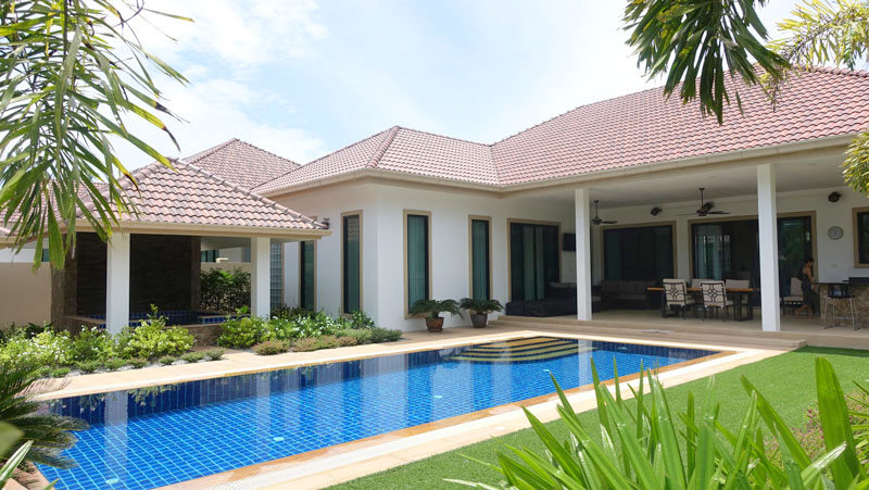 New 4 bedroom pool-villa with guest-house on 1.000 m2 in Huai Yai