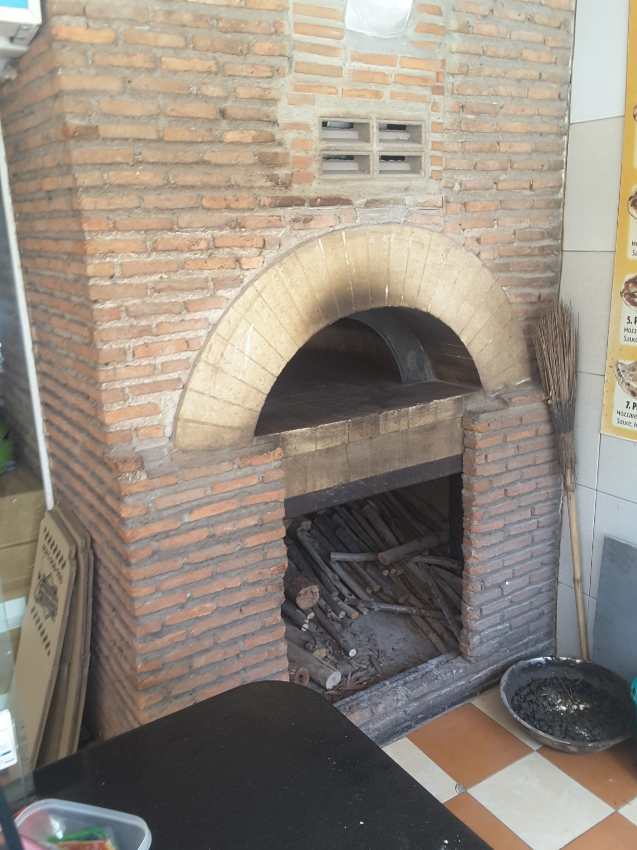 Reastaurant in Soi Buakhao with pizza oven with wood firing