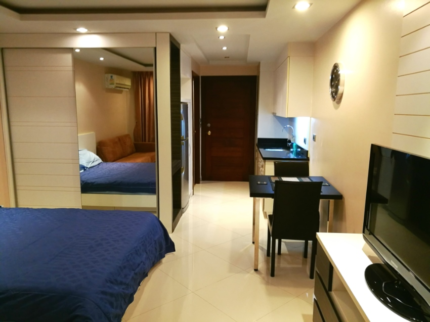 Hyde Park Residence 2 on Thappraya road