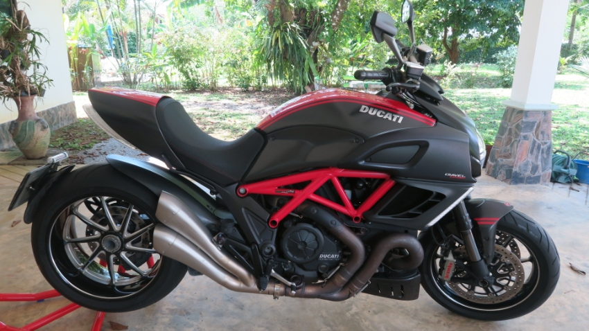 Ducati Diavel Red Carbon 2013