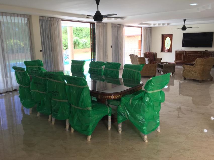 FANTASTIC  5  BEDROOM POOL HOUSE  FOR SALE